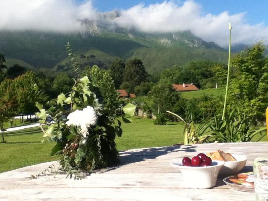 Hotel Cae a Claveles: Desayuno al aire libre