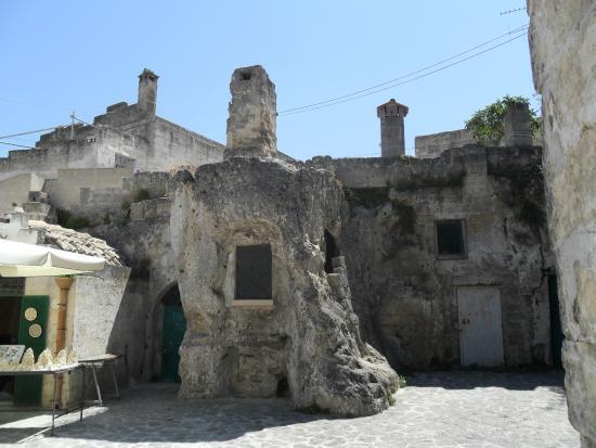 Una casa scavata nella roccia picture of sassi di matera for Le migliori case costruite