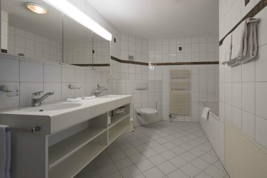 "Hotel Grindelwalderhof: Bathroom (Appartement ""Wetterhorn"")"