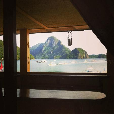 Ogie Beach Pension & Resto Bar: View from the window of Room 104