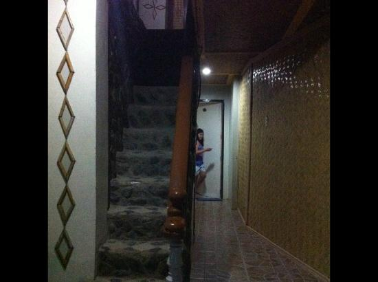 Ogie Beach Pension & Resto Bar: Stairs to the third floor (fan rooms)