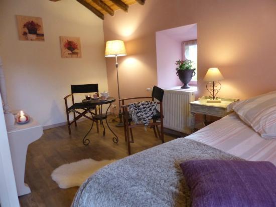 Surba, Francia: coin détente chambre