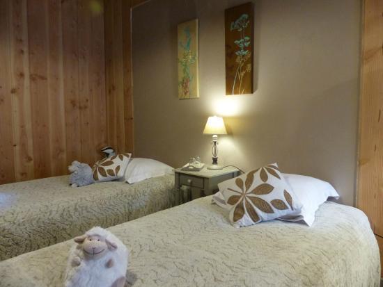 Surba, Frankrike: 2 lits simples dans la chambre famille