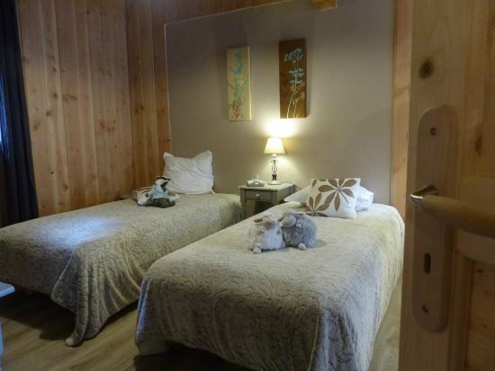 Surba, Francia: 2 lits simples dans la chambre famille
