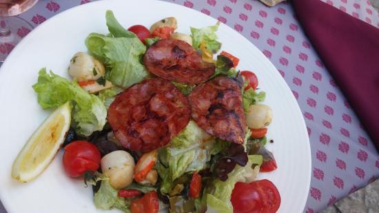 ensalada de vieiras y chorizo, original y rica