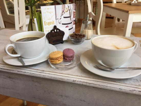 Brahmstaedts Macaron-Manufaktur: Nice patisserie and coffee shop: upscale macaroons, pralinés and cake in Potsdam