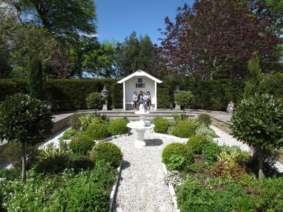 Glenview Gardens: Sunken White Garden. Glenview Gardens: Hobbit House