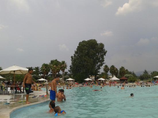 Piscina spiaggia foto di le terme di roma tivoli for Piscina villalba