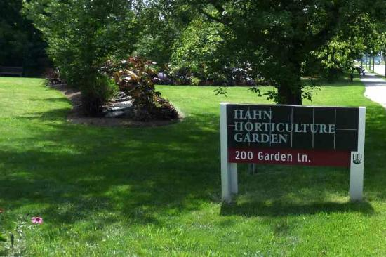 Hahn Horticulture Garden at Virginia Tech: Hahn Garden Sign
