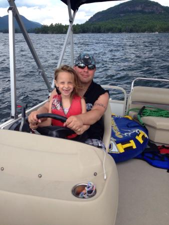 Chic's Marina Boat Rentals: This was our first visit to Lake George and Chic's marina made it a great vacation. The staff, e