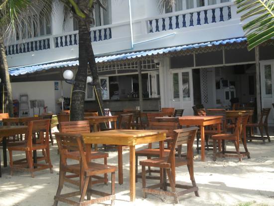 Tony Restaurant: Beachside atmosphere