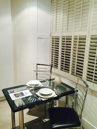 Lower Belgrave Street Apartments: Dining table inside the bedroom