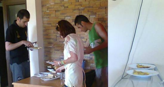 Armenia Hostel: Sometimes self service