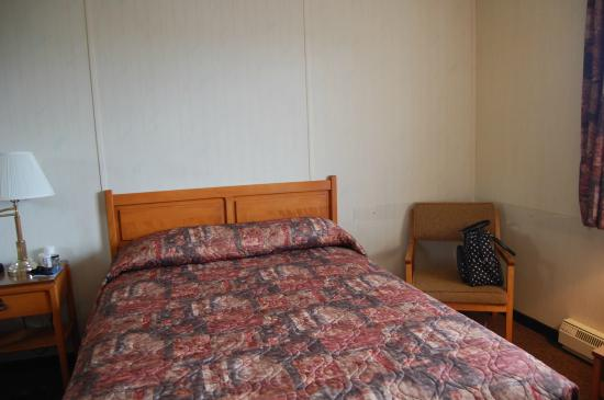 Double bed Acadian Motel