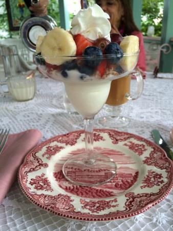 Williamsburg, ماساتشوستس: Breakfast parfait