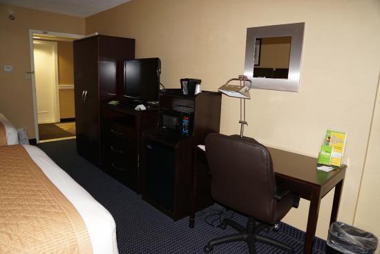 La Quinta Inn & Suites Manchester: Clean