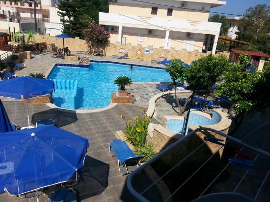 Paradise Apartments : vista piscina