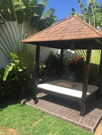 Amor Bali Villa: 야외 침대가 따로 마련되 있습니다