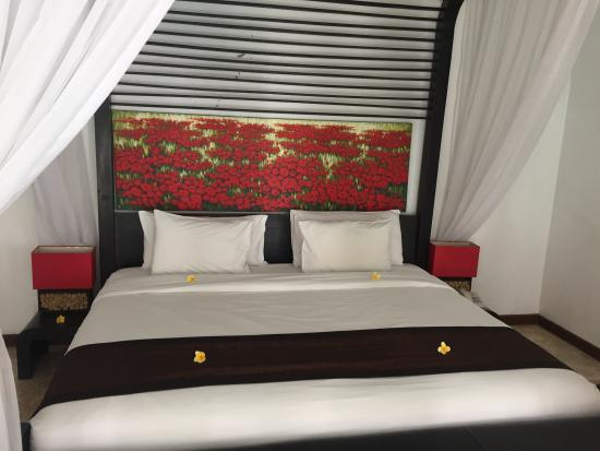 Amor Bali Villa: 침대는 엄청 큰 침대였습니다