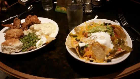 Rosie's Cafe: Chicken and nachos