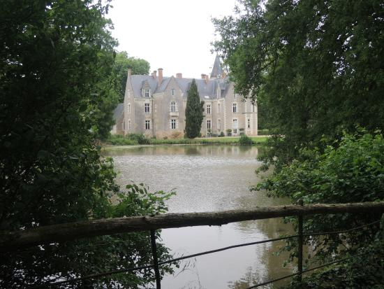 Chateau de Montriou : Stroll around the grounds for some fresh air and greenery.