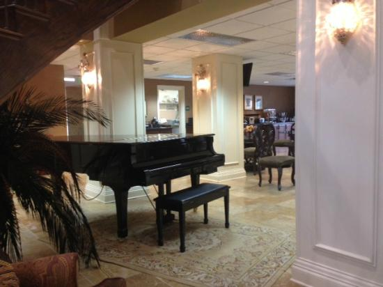 The Coldwater Inn: Lobby