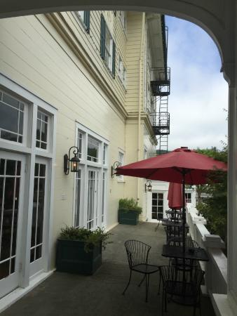 Scotia, Californie : Front of hotel veranda.
