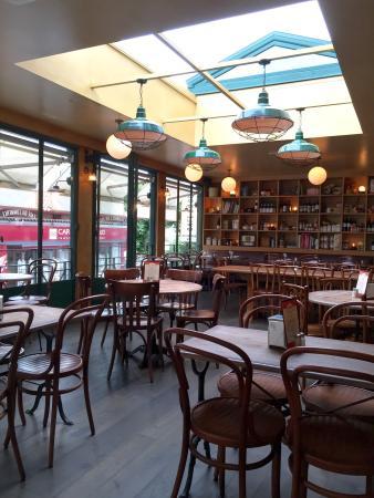 cafe du commerce picture of cafe du commerce biarritz. Black Bedroom Furniture Sets. Home Design Ideas