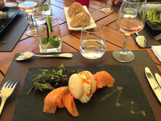 Le Clos de Pradines : Entrée Macaron au saumon: délicieux!!