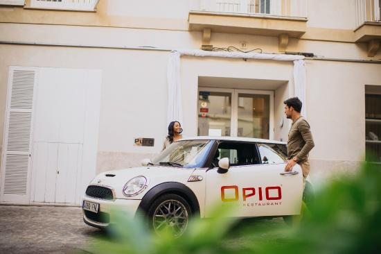 Opio Bar & Restaurant: Opio Car