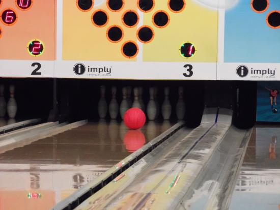 ‪Center Bowling‬