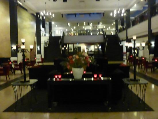 Van der Valk Theaterhotel de Oranjerie: zicht van de mooie ruimte in het hotel