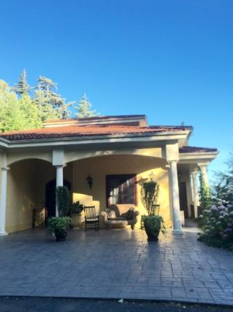 The Villa at Little Cape Horn : very pretty!!