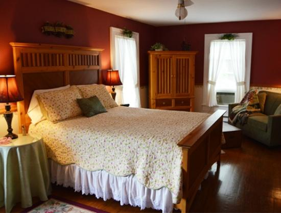 Blushing Rose Bed and Breakfast: Grapevine Room