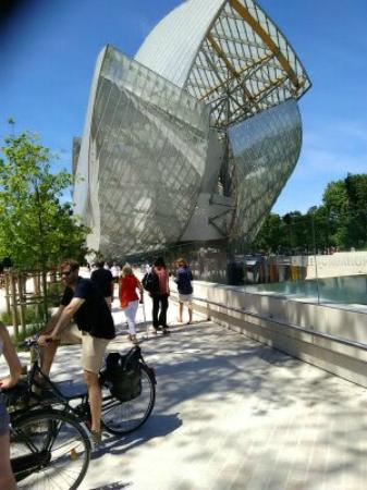 A l 39 int rieur du mus e photo de fondation louis vuitton - Musee en herbe jardin d acclimatation ...