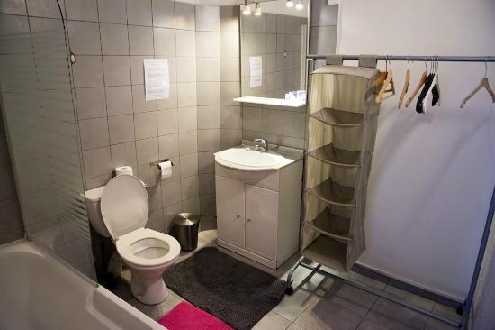 Hotel Lutia: bathroom