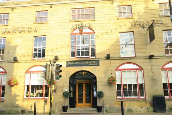 Warwick Arms Hotel: From outside