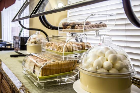 Quality Inn & Suites: Free Breakfast