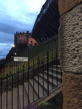 Apartment By Castle: The best Edinburgh residence