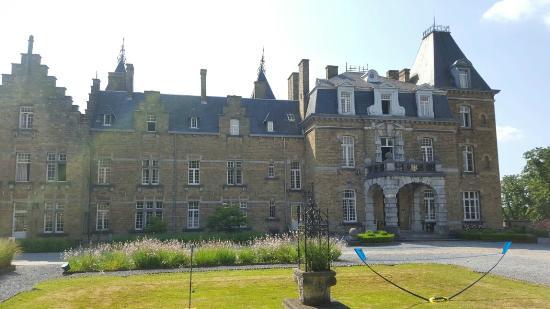 kasteel picture of chateau de la poste assesse tripadvisor. Black Bedroom Furniture Sets. Home Design Ideas