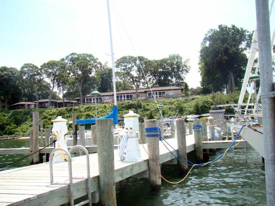 Dering Harbor Inn: view from dock looking up at Inn