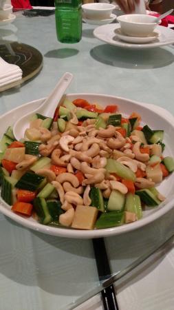 Lai Lai Garden: cashewnut mix veg
