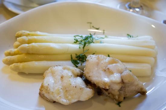 Deichgraf: minkfish with aspargos