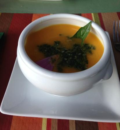 Chazeaux, France: sopa fría de zanahorias
