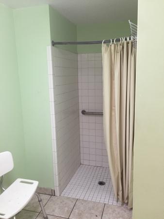 Rocky Point, Carolina del Norte: Laundry room and ladies bathroom.