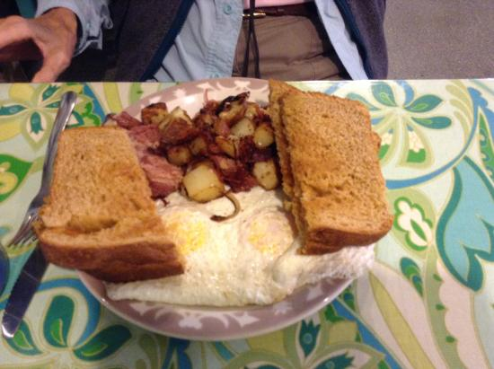 Starlight Cafe: Outstanding conr beef hash