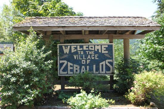 Cedars Inn: Ortsschild