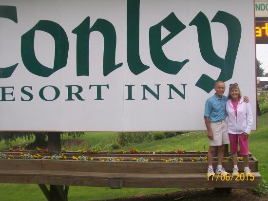 Conley Resort: That's us, Fred&Diane Lojacono on the Conely sign near the road!