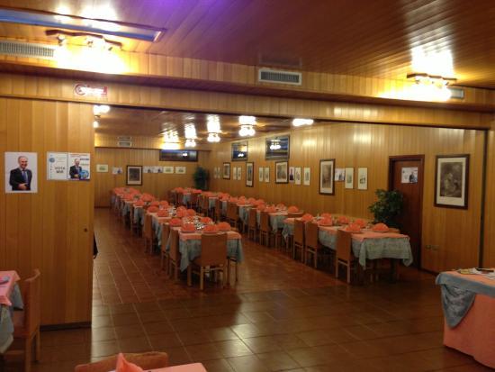 Hotel Sancamillo: parte dell'ampia sala ristorante