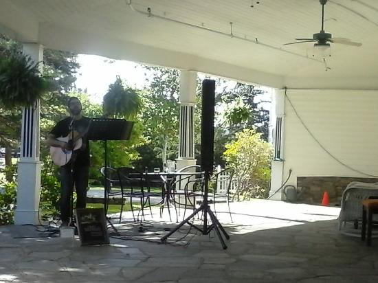 Vilas, NC: Music on the porch....Blowing Rock